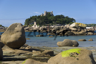 Blick auf Insel mit Schloss Costaeres