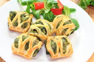 Blätterteigtaschen mit Spinat-Käse-Füllung
