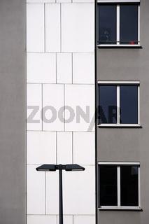 Moderne Hausfassade mit Laterne