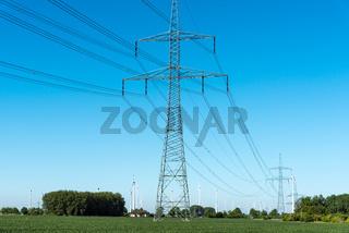 Strommasten und Fernleitungen in Deutschland