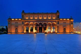 Die Hamburger Kunsthalle am Abend