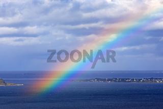Regenbogen über dem Atlantik vor Ålesund