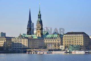 Rathaus und Nikolaikirche an der Alster, Hamburg