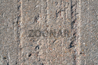 Rillen in einer Wand aus Beton