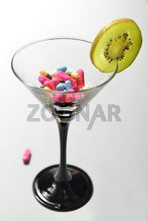 Medikamentencocktail mit Kiwi