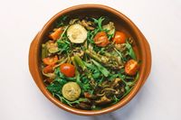 Seasonal vegan mediterranean pasta pot with asparagus, zucchine, tomato, champigon and arugula
