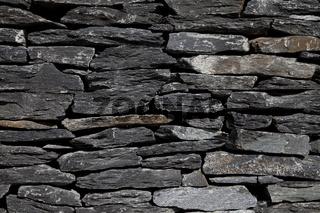 Mauer aus Schiefer