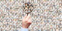 Panorama Menschen mit Mundschutz im Alltag