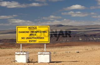 Verbotsschild am Zugang zu einem Diamentenschürfgebiet