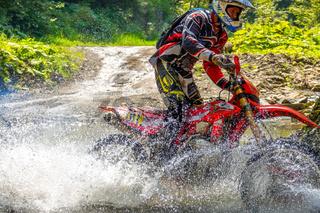 Athlete Enduro in Water Spray