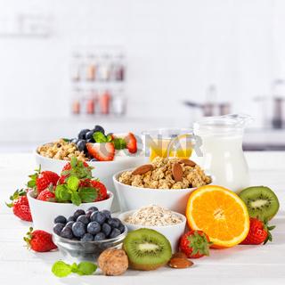 Gesundes Frühstück Erdbeer Joghurt Früchte Obst Essen Müsli Fruchtjoghurt gesunde Ernährung quadratisch