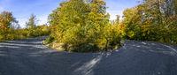 90 Grad Kurve Serpentine Harz im Herbst