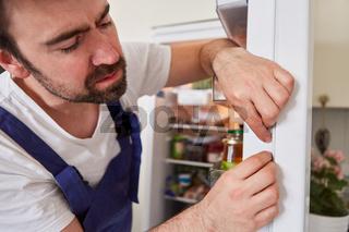 Auswechseln der Türdichtung am Kühlschrank