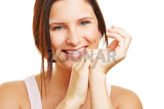 Junge lächelnde Frau