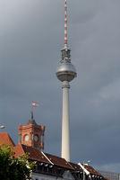 Berliner Fernsehturm und Rotes Rathaus