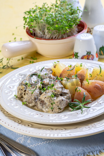 Chicken liver in cream sauce.