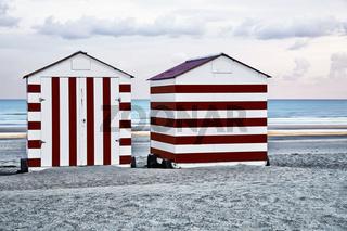 Badehaeuser am Strand, De Panne, Westflandern, Belgien