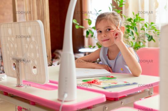 Preparing preschoolers for school. Homeschooling.