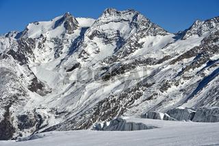 Blick über den Feegletscher auf die Gipfel Fletschhorn und Lagginhorn, Saas-Fee, Wallis, Schweiz