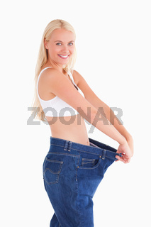 Woman wearing jeans in too big  a size