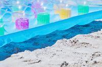 Luftmatratze im Sand
