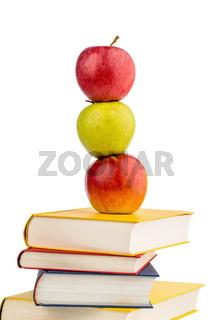 Apfel auf einem Stapel Bücher