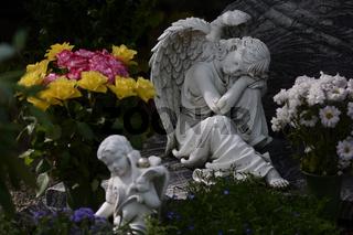 Sitzender weißer Marmorengel | Sitting white marble angel