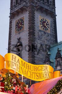 Das Rathaus und der Weihnachtsmarkt