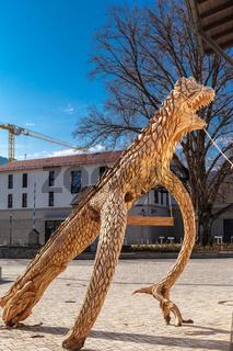 Bad Feilnbach /Deutschland/ Bayern-25.April: Dinosaurier aus Holz