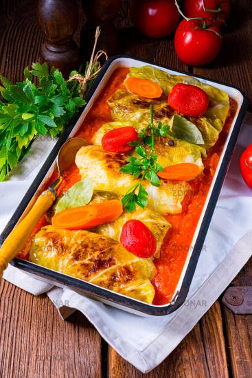 polish cabbage rolls with tomato sauce