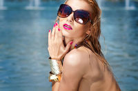 Young beautiful woman  in sunglasses.