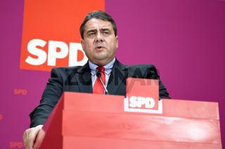 Sigmar Gabriel (SPD) at Press Conference