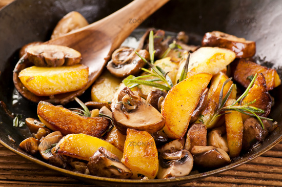 Fried potato with mushrooms and herbs