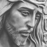 Statue of the face of jesus