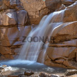 Wasserfall in der Bletterbachschlucht in der Naehe von Bozen, Suedtirol