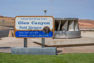 An entrance road going in Glen Canyon NR, Arizona