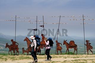 Spanien: Pilgerpaar am Alto del Perdon