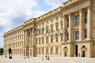 Fassade des neu errichteten Humboldt Forum nach Vorbild des historischen Stadtschlosses