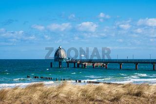 Seebrücke an der Ostseeküste ini Zingst auf dem Fischland-Darß