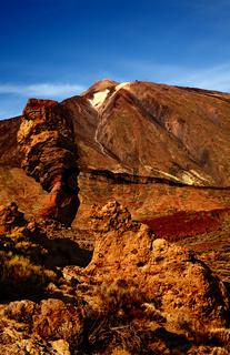 Vulkan Teide mit Roque Cinchado im Vordergrund