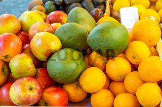 Äpfel, Orangen und Mangos