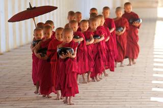 Novizen von Myanmar, Shwezigon Pagode, Bagan