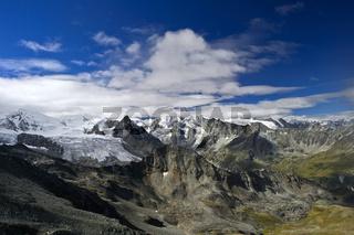 Alpine Landschaft mit Gipfel und Gletscher im Val d'Anniviers
