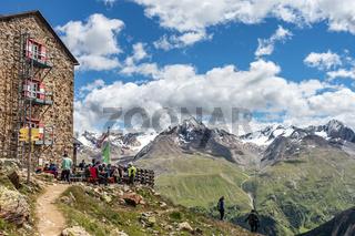Die beliebte Breslauer Hütte bei Vent im Ötztal, Südtirol, Österreich