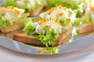 Käse-Kaviar-Häppchen