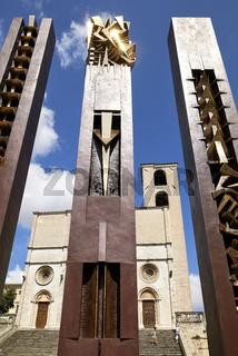 Todi Umbria Italy. Concattedrale della Santissima Annunziata. Cathedral. Piazza del Popolo. The statue 'Quattro Stele' by Arnaldo Pomodoro