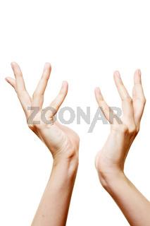 Zwei austreckte Hände