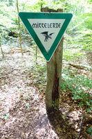 Mittelerde-Schild im Naturpark Kottenforst-Ville, einem ehemaligen Braunkohletagebau-Gebiet, das renaturiert wurde