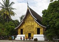 Touristen am Haus des königlichen Begräbnis-Wagens