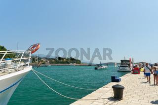 Hafen der Stadt Rab an der Adria in Kroatien